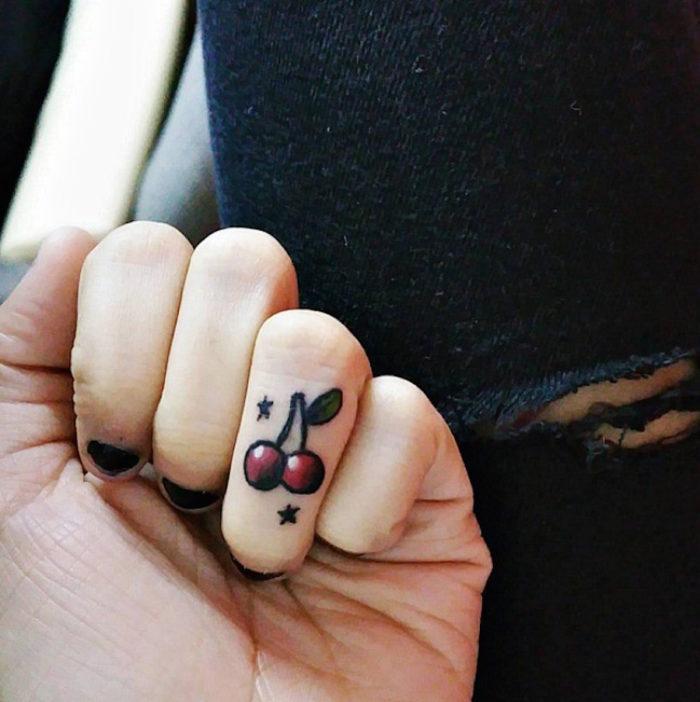 tatuaggi-discreti-piccoli-minimalisti-dita-mani-08