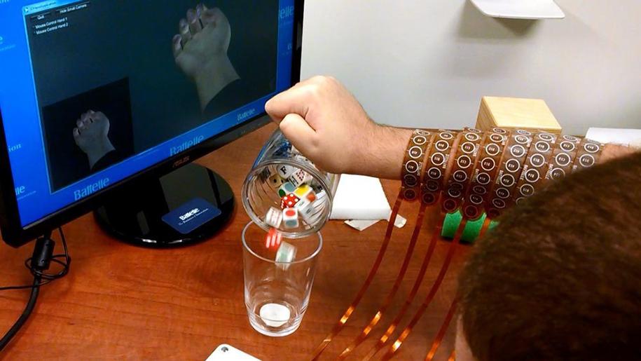 uomo-paralizzato-muove-mano-scoperta-scientifica-chip-cerebrale-elettroimpulsi-4