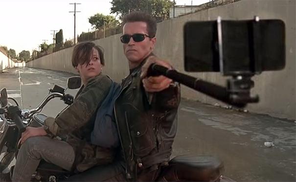 Selfie Stick Sostituisce Armi In Film Famosi