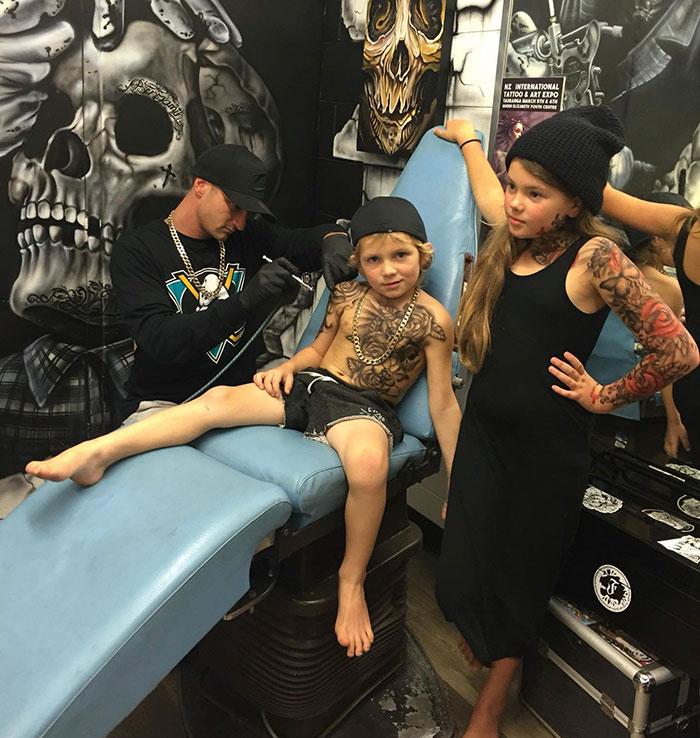 bambini-tatuaggi-aerografati-benjamin-lloyd-nuova-zelanda-7