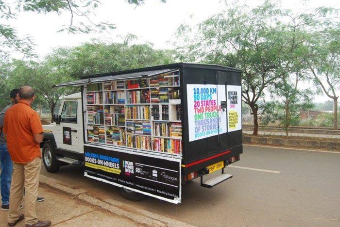 camion-diventa-libreria-mobile-india-letture-gratis-2