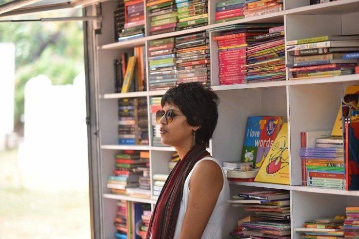 camion-diventa-libreria-mobile-india-letture-gratis-4