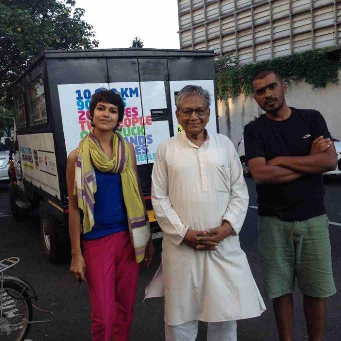 camion-diventa-libreria-mobile-india-letture-gratis-6