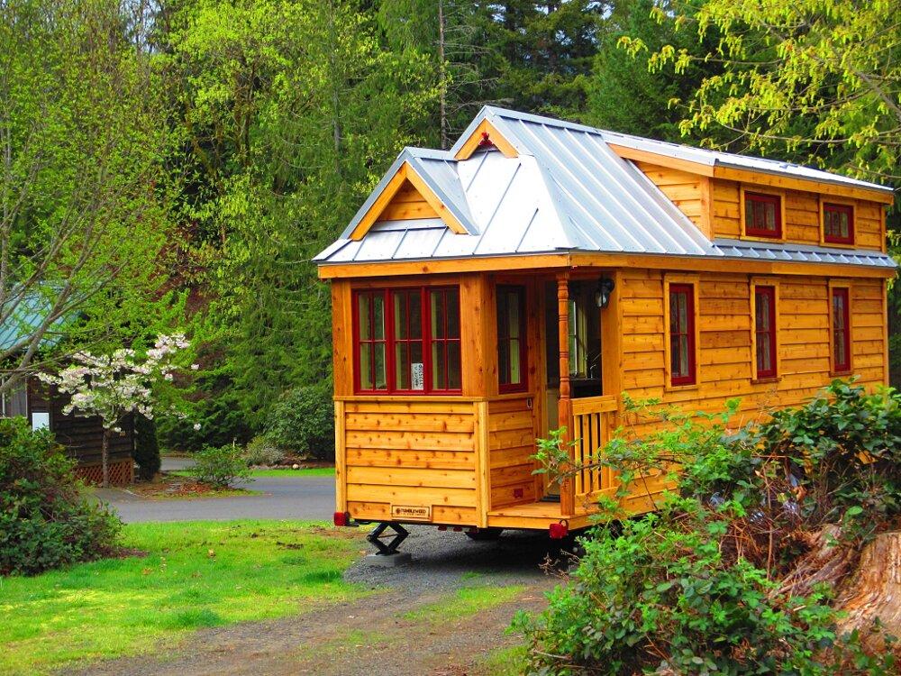 Un villaggio di casette in legno su ruote per esplorare le for Foto di case in legno