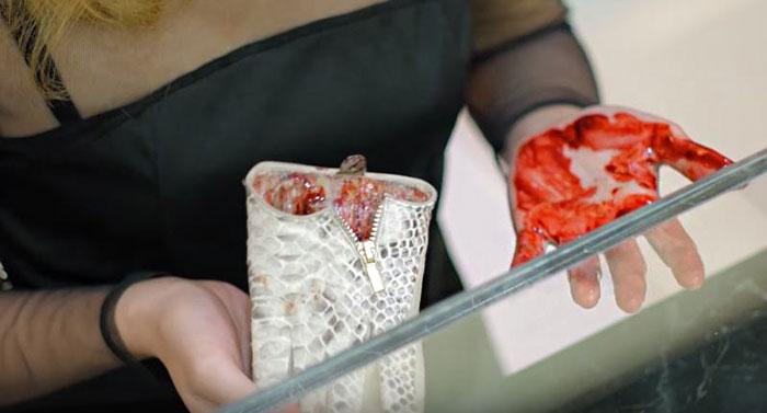 dentro-borse-pelle-pelletteria-crudelta-animali-campagna-peta-asia-06