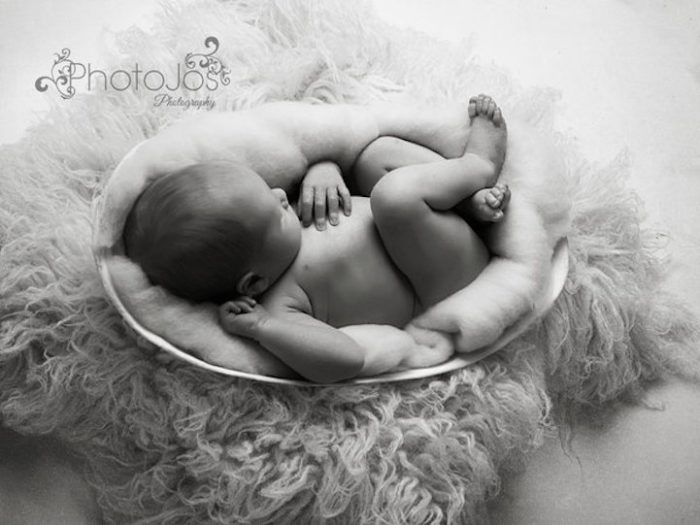 foto-neonati-dentro-calchi-pance-madri-jocelyn-conway-06