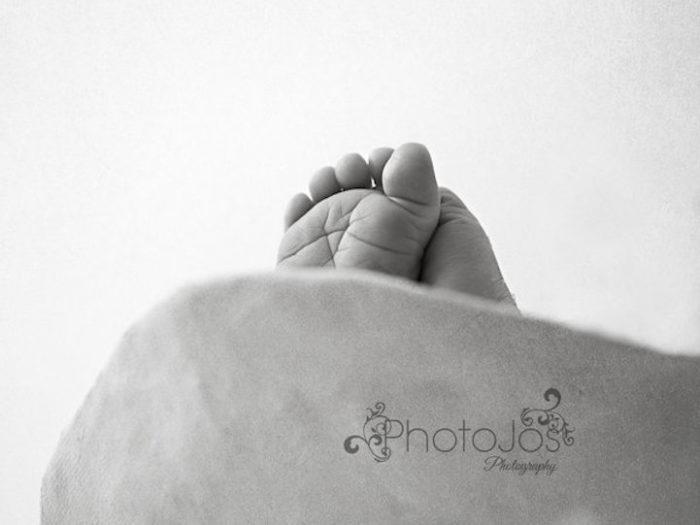 foto-neonati-dentro-calchi-pance-madri-jocelyn-conway-07