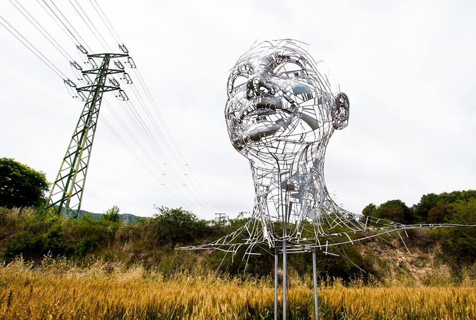grande-scultura-acciaio-testa-celia-jordi-díez-fernández-2
