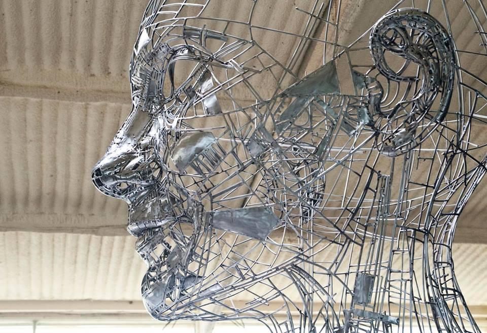 grande-scultura-acciaio-testa-celia-jordi-díez-fernández-3