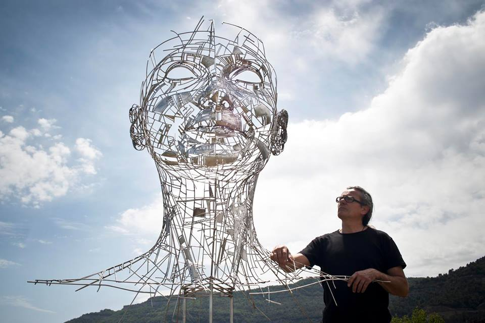 grande-scultura-acciaio-testa-celia-jordi-díez-fernández-4