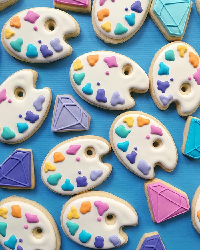 graphic-designer-holly-fox-crea-biscotti-pasta-zucchero-colorati-design-07
