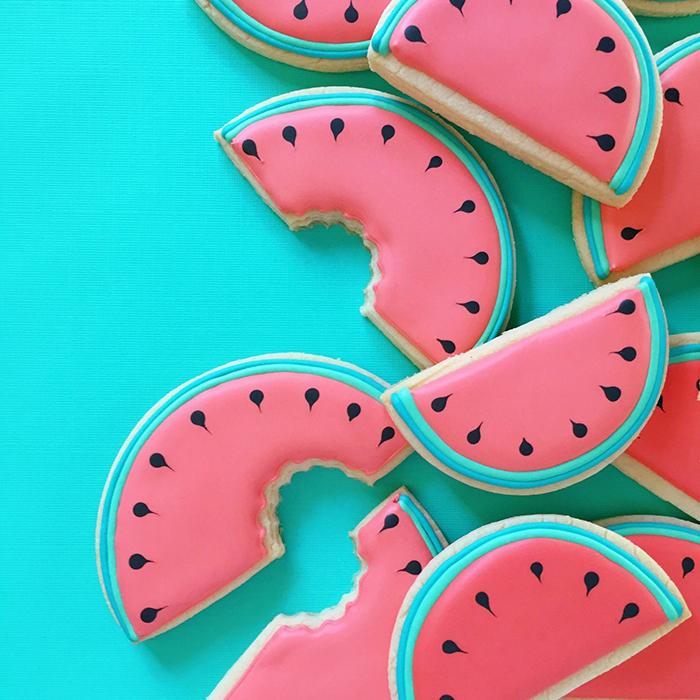 graphic-designer-holly-fox-crea-biscotti-pasta-zucchero-colorati-design-11