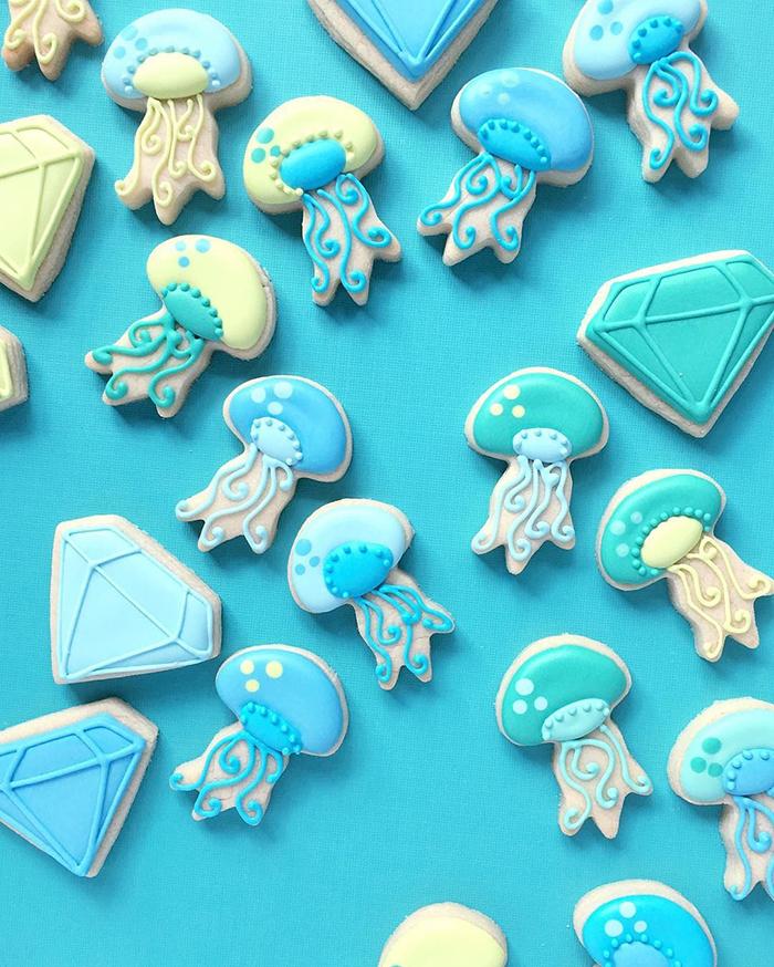 graphic-designer-holly-fox-crea-biscotti-pasta-zucchero-colorati-design-15