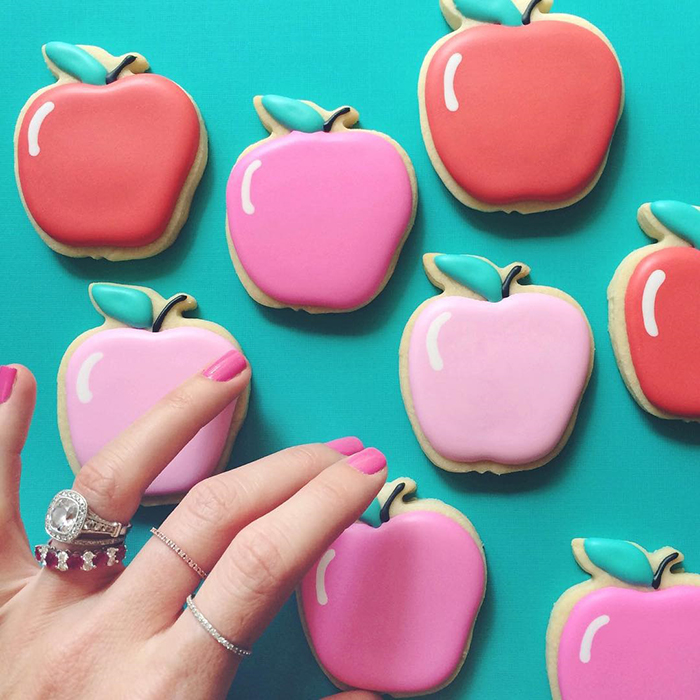 graphic-designer-holly-fox-crea-biscotti-pasta-zucchero-colorati-design-18