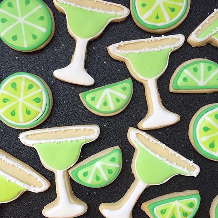 graphic-designer-holly-fox-crea-biscotti-pasta-zucchero-colorati-design-25