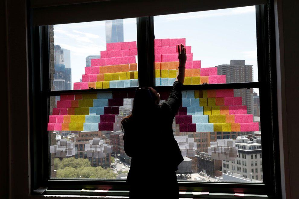 guerra-post-it-finestre-uffici-new-york-immagini-3