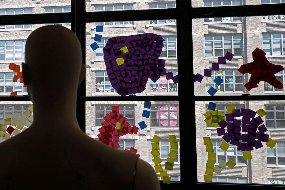 La guerra dei post it sulle finestre di new york keblog for Disegni di uffici di garage