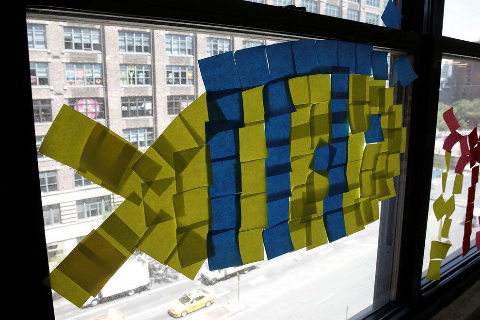 guerra-post-it-finestre-uffici-new-york-immagini-7