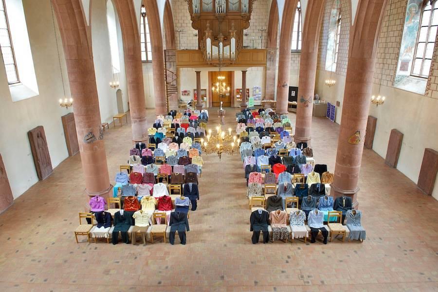 installazione-150-persone-invisibili-chiesa-los-carpinteros-1