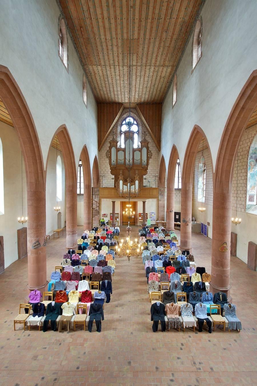 installazione-150-persone-invisibili-chiesa-los-carpinteros-2