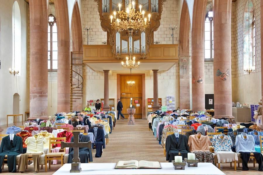 installazione-150-persone-invisibili-chiesa-los-carpinteros-4