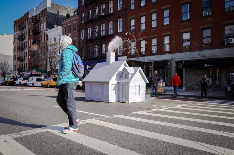 installazione-arte-casetta-strade-tombini-new-york-mark-reigelman-7