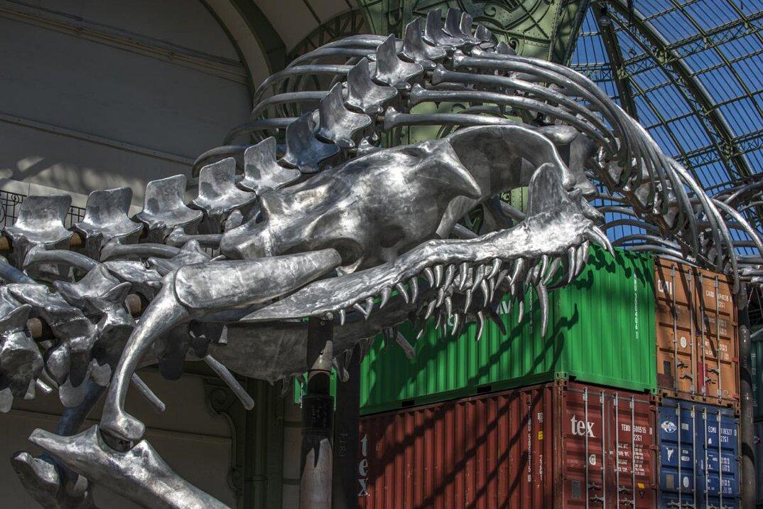 installazione-scheletro-serpente-empires-huang-yong-ping-monumenta-parigi-10