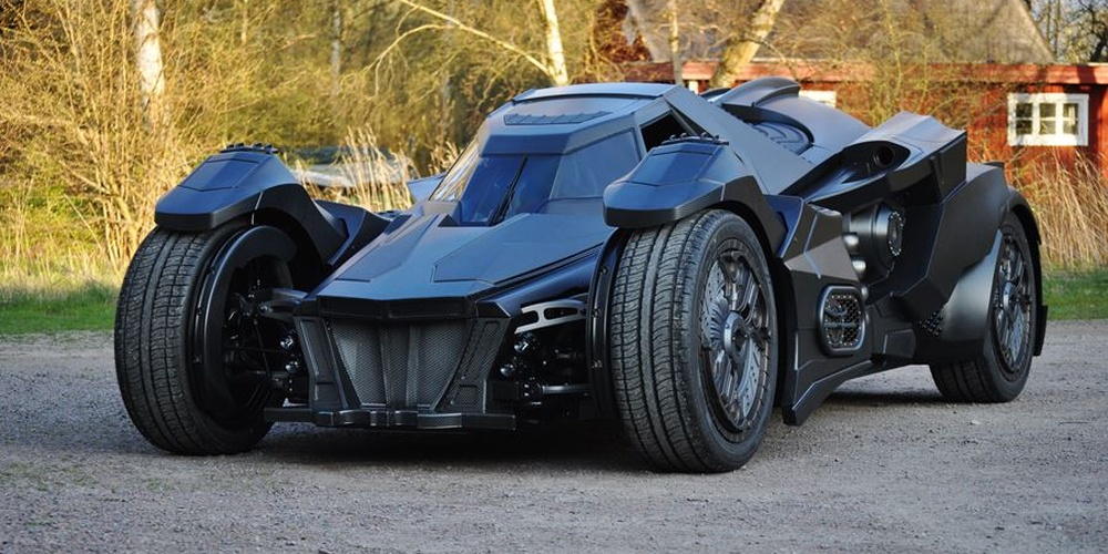 lamborghini-diventa-batmobile-arkham-knight-caresto-01