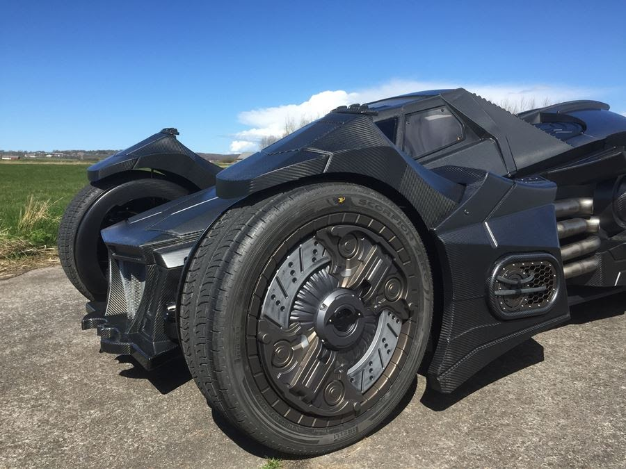 lamborghini-diventa-batmobile-arkham-knight-caresto-04