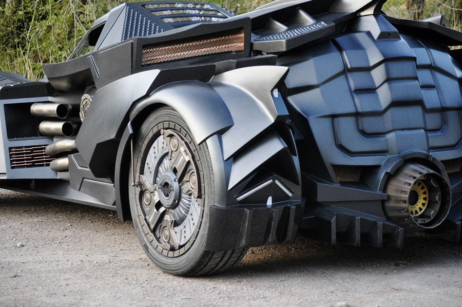 lamborghini-diventa-batmobile-arkham-knight-caresto-10