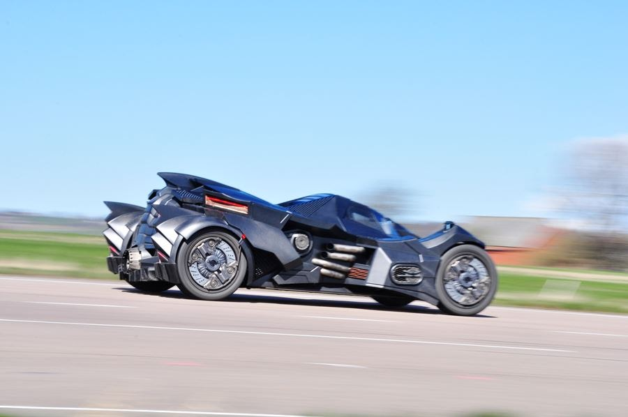 lamborghini-diventa-batmobile-arkham-knight-caresto-13