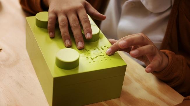 mattoncini-braille-costruzioni-insegnano-leggere-bambini-ciechi-3