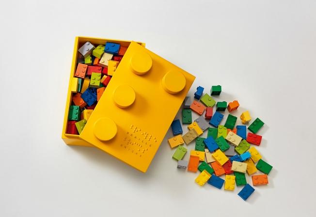 mattoncini-braille-costruzioni-insegnano-leggere-bambini-ciechi-4