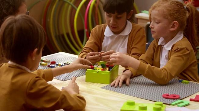 mattoncini-braille-costruzioni-insegnano-leggere-bambini-ciechi-5