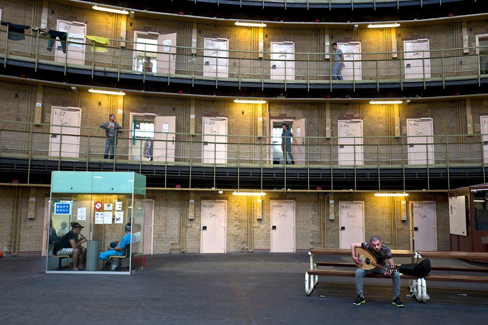 prigioni-carceri-olanda-diventano-centri-accoglienza-rifugiati-04