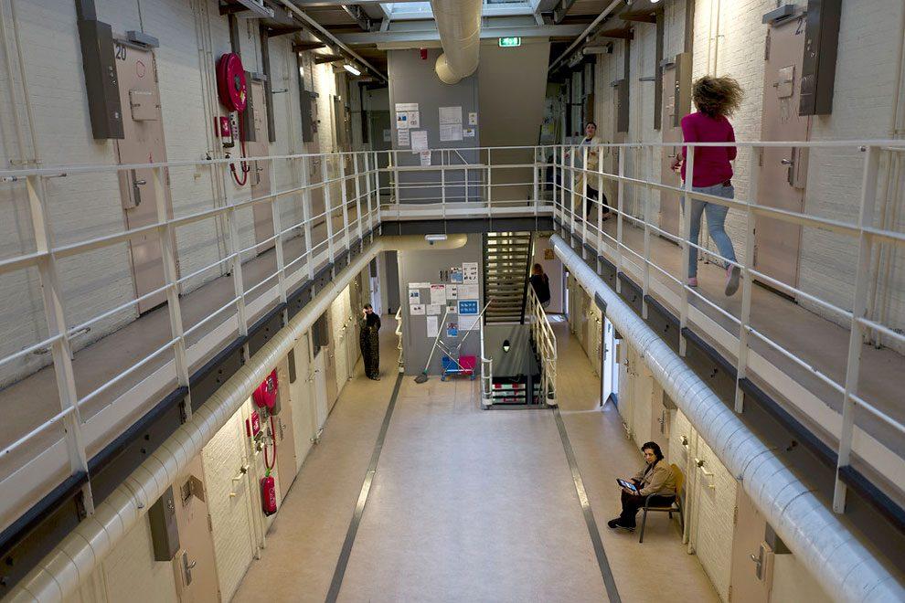 prigioni-carceri-olanda-diventano-centri-accoglienza-rifugiati-09