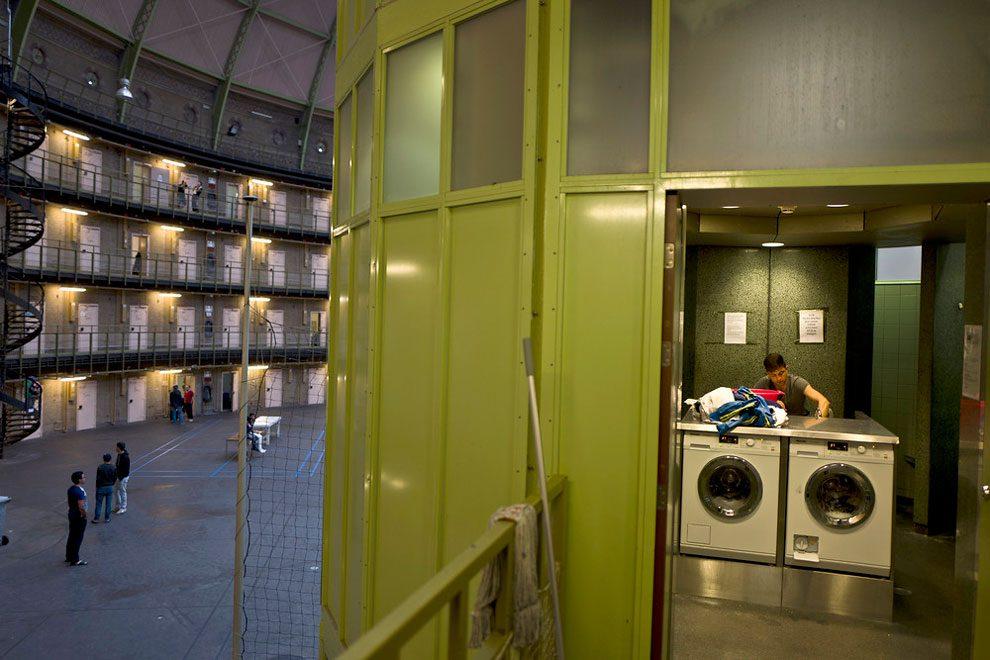 prigioni-carceri-olanda-diventano-centri-accoglienza-rifugiati-11