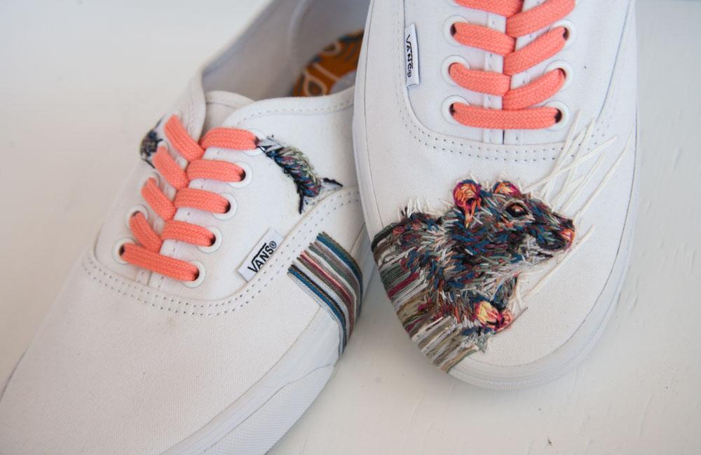 ricami-multicolore-fauna-racchette-scarpe-recinzioni-danielle-clough-10