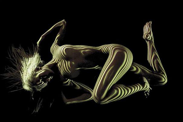 ritratti-donne-nude-disegni-luci-ombre-fotografia-04
