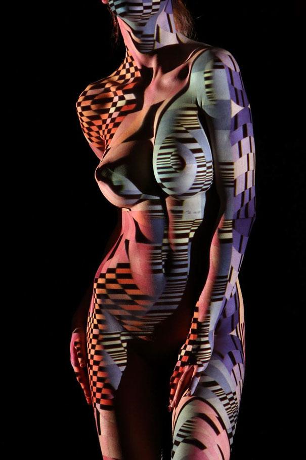 ritratti-donne-nude-disegni-luci-ombre-fotografia-05