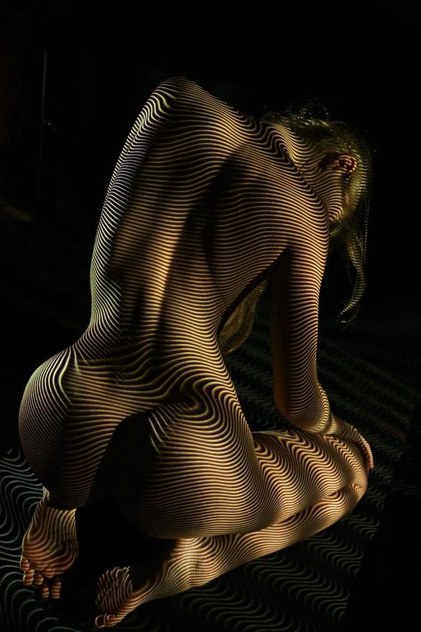 ritratti-donne-nude-disegni-luci-ombre-fotografia-11