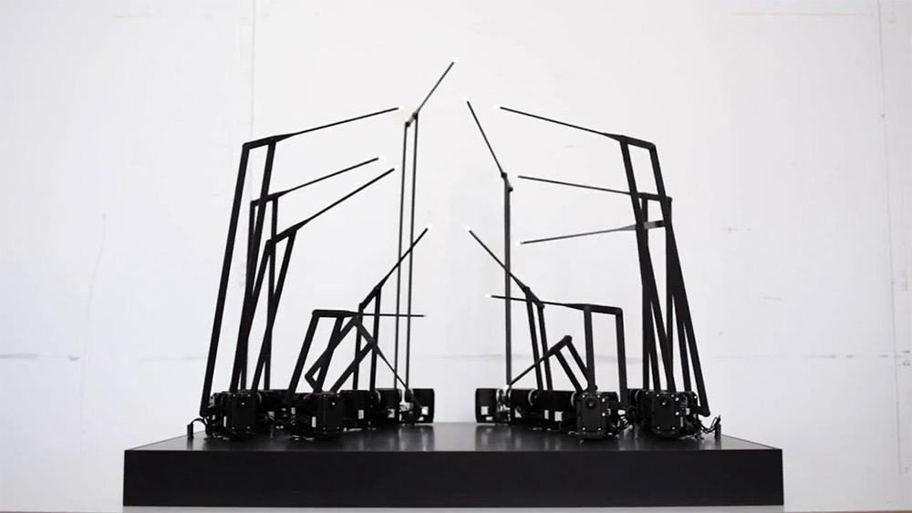 scultura-cinetica-led-uomo-camminata-random-international-1