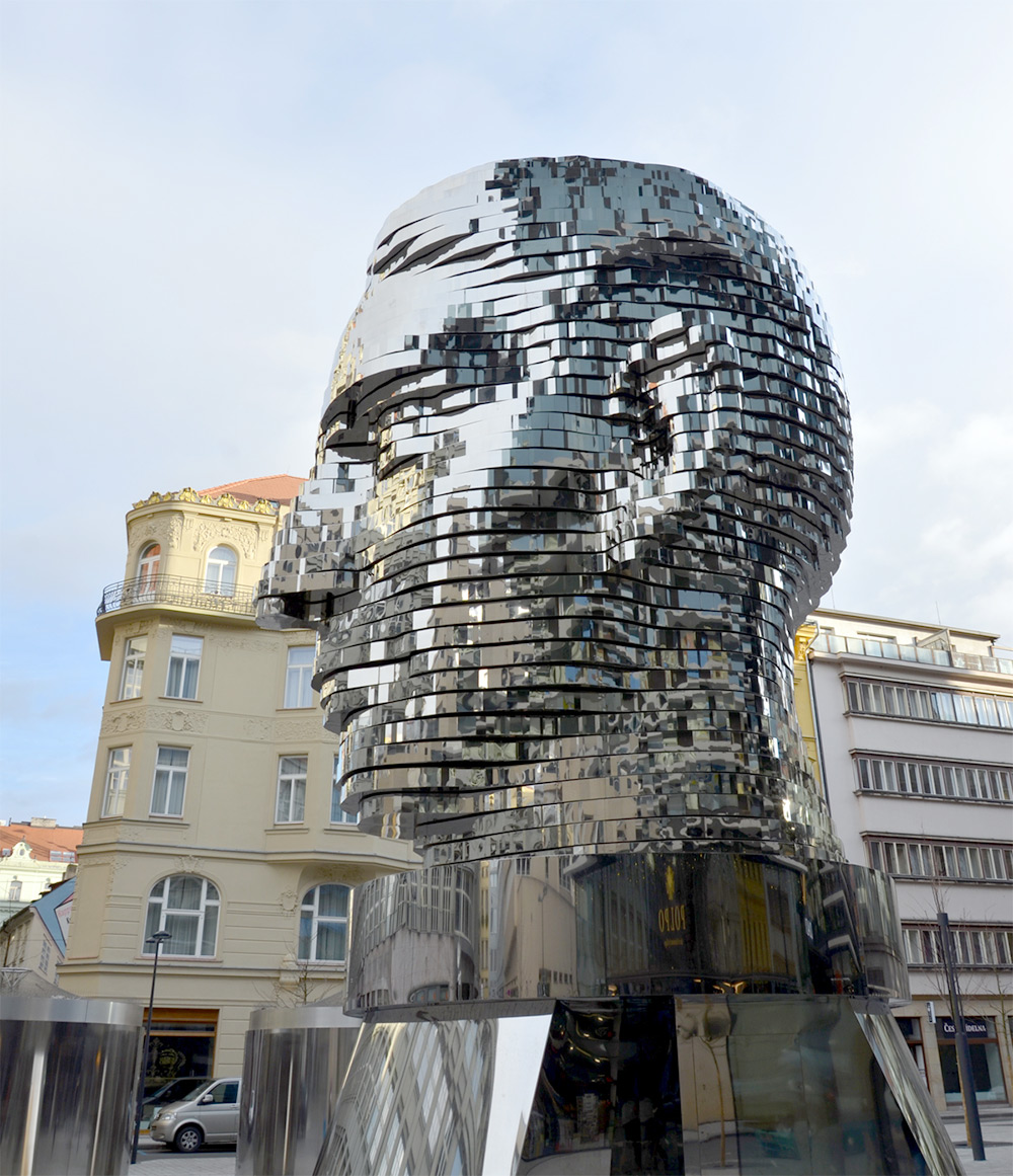scultura-testa-kafka-rotante-praga-david-cerny-3