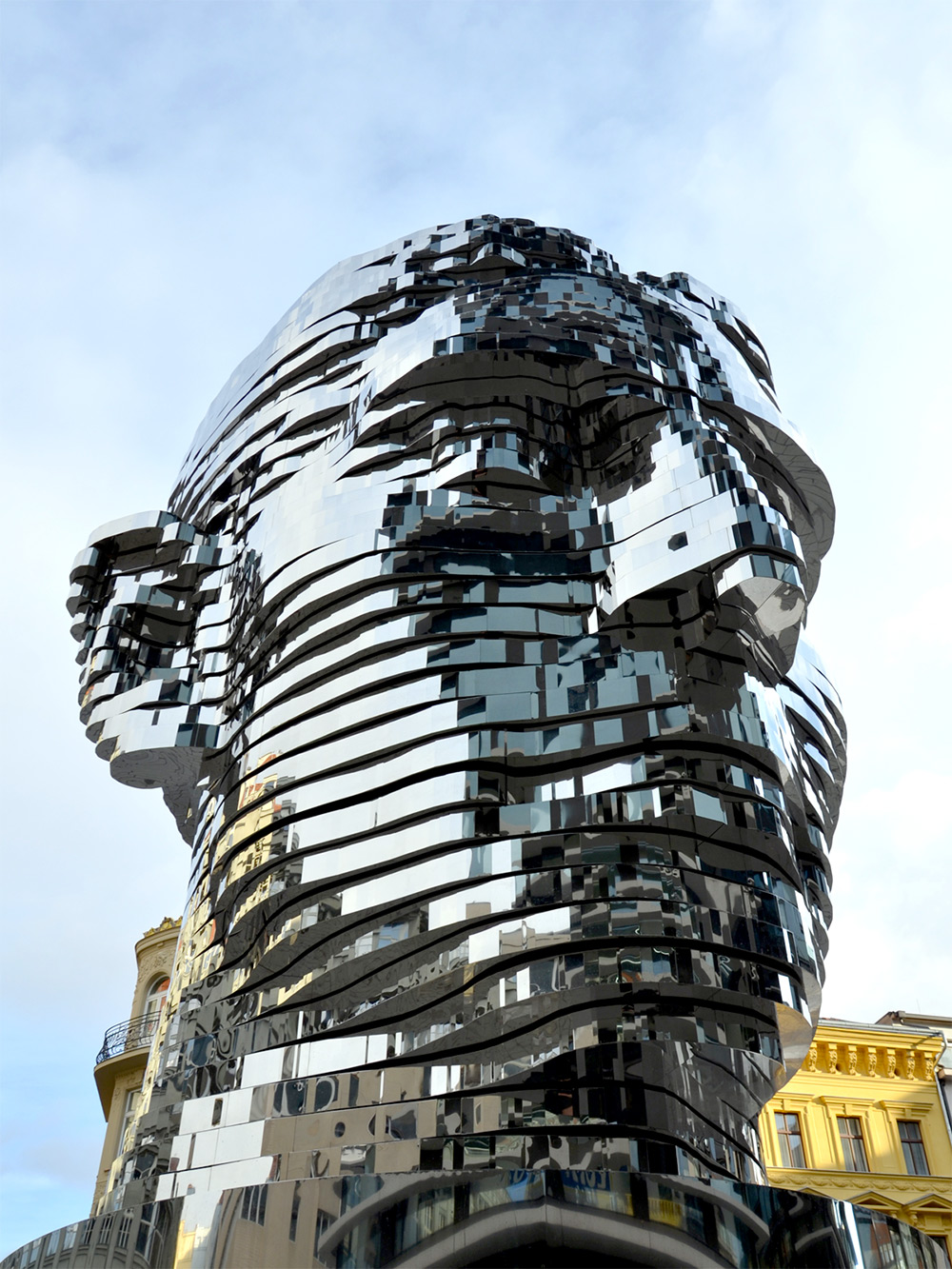 scultura-testa-kafka-rotante-praga-david-cerny-4
