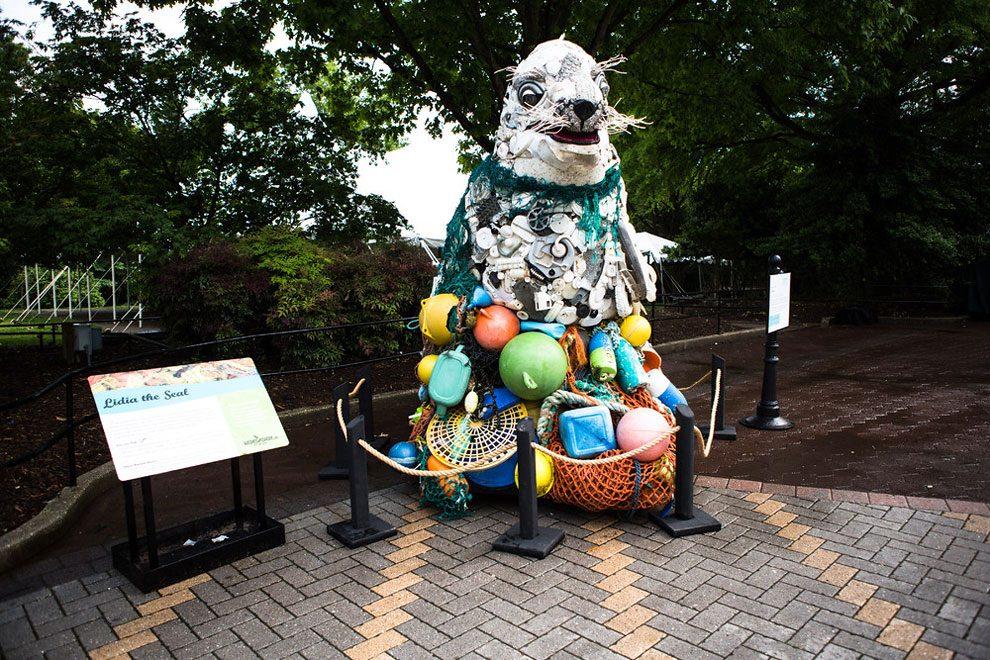 sculture-animali-rifiuti-plastica-oceani-smithsonian-national-zoo-03