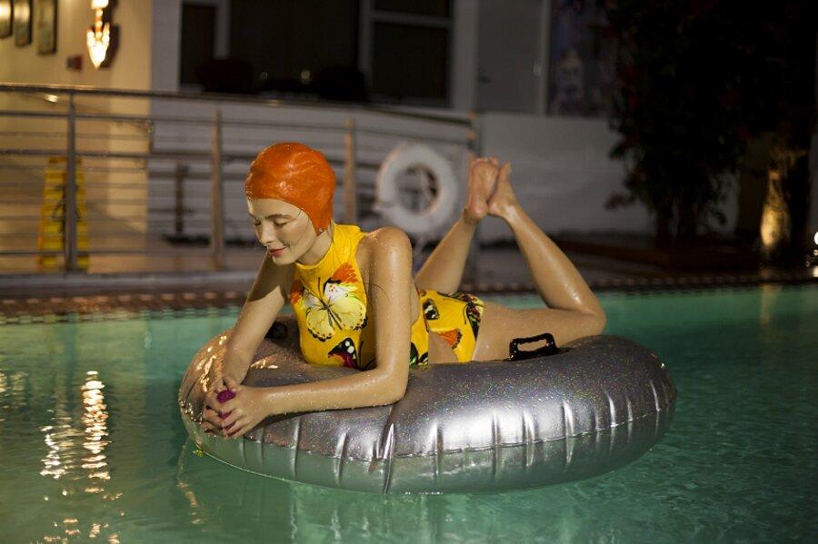 sculture-iperrealismo-donne-nuotatrici-carol-feuerman-01-keb