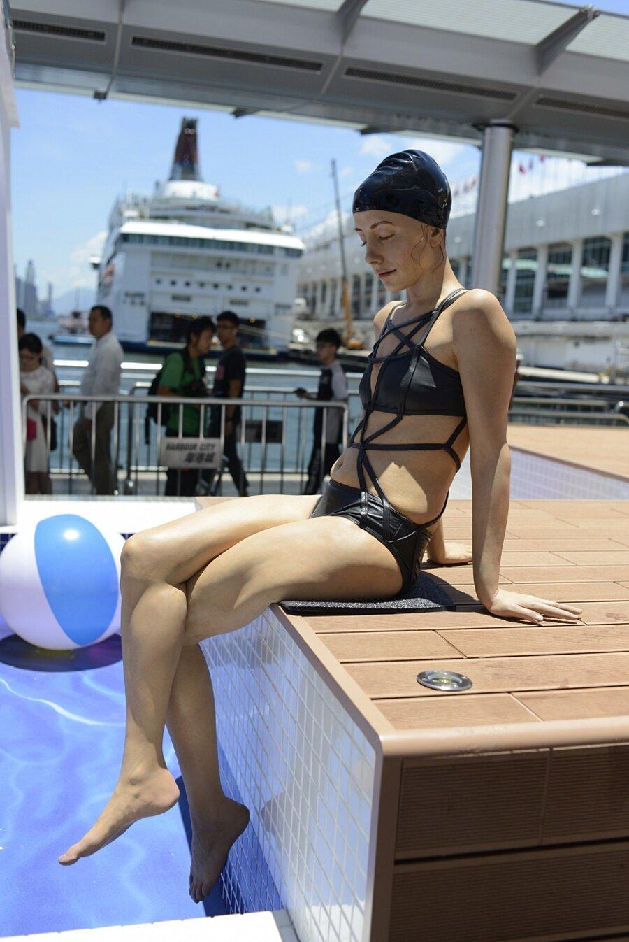 sculture-iperrealismo-donne-nuotatrici-carol-feuerman-02-keb