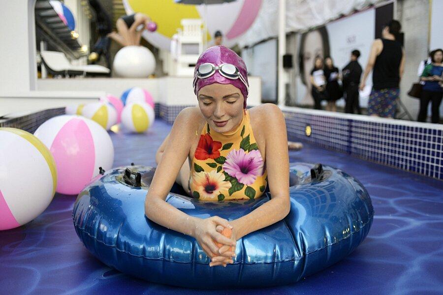 sculture-iperrealismo-donne-nuotatrici-carol-feuerman-05-keb