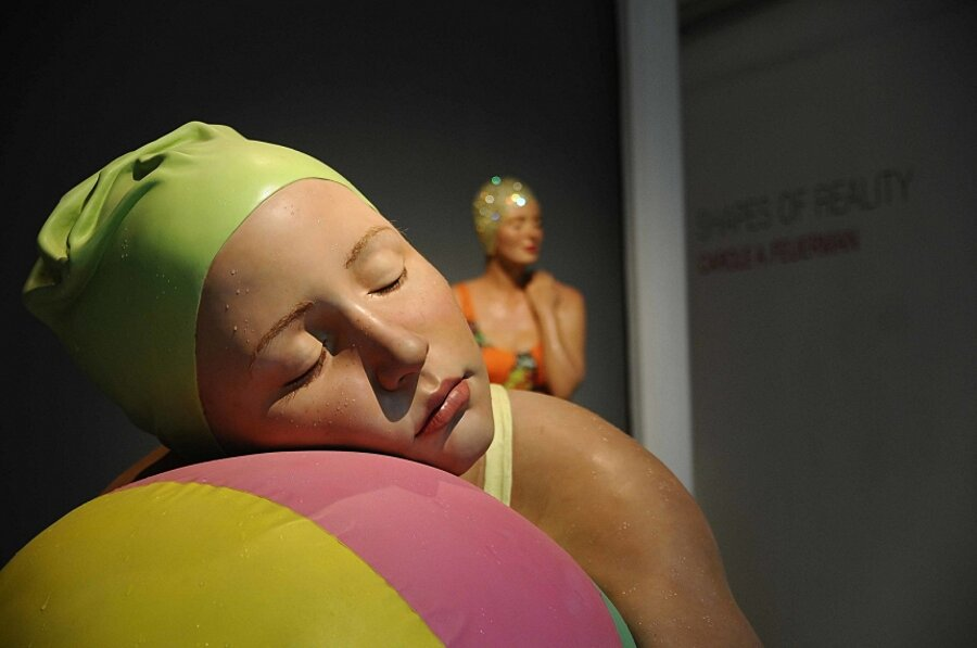 sculture-iperrealismo-donne-nuotatrici-carol-feuerman-08-keb