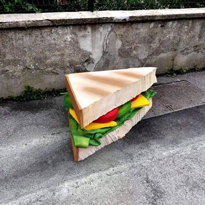 street-art-ricicla-materassi-vecchi-sculture-cibi-parigi-lor-k-1